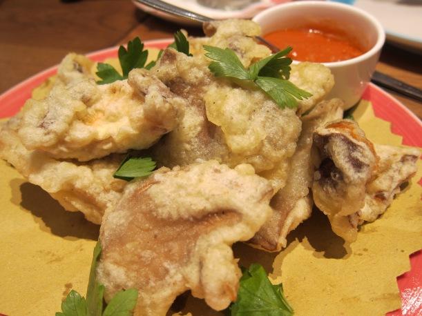Deep-fried mixed mushrooms