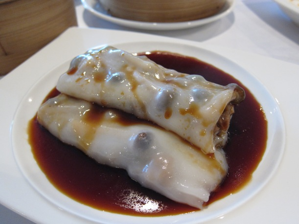 Steamed rice flour rolls with BBQ pork