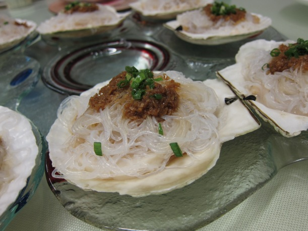 Steamed scallops with garlic and vermicelli- spectacular and not too greasy