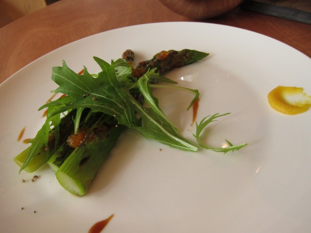 Asparagus with mizuna and orange