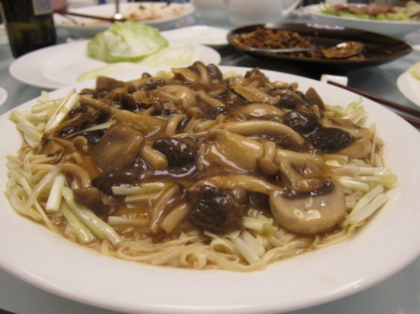 Stir-fried noodles with assorted mushrooms