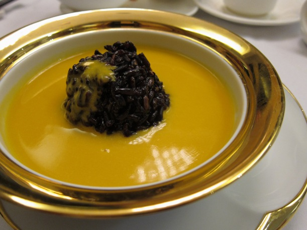 Sweet pumpkin and almond soup with glutinous rice